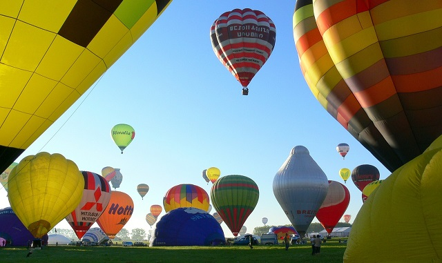 640hot-air-ballooning-590123_1280